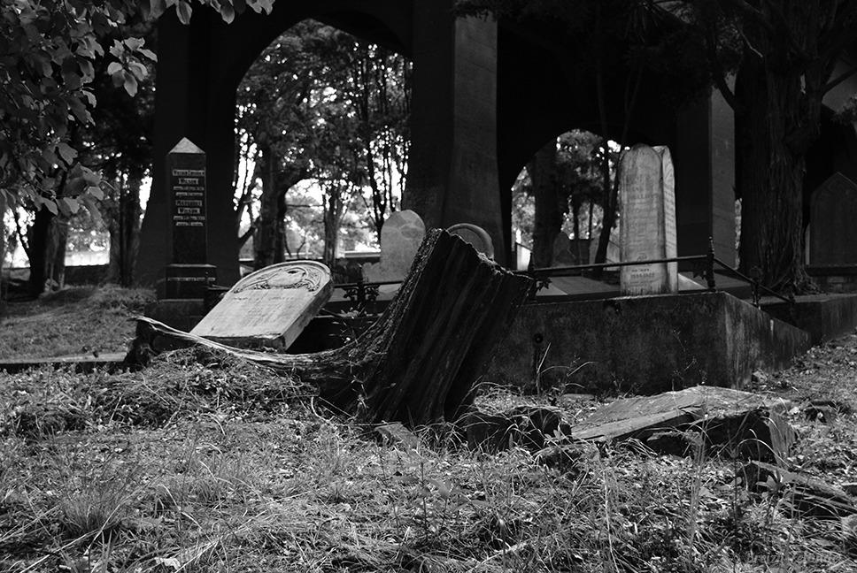Symonds-cemetery-Auckland-BW