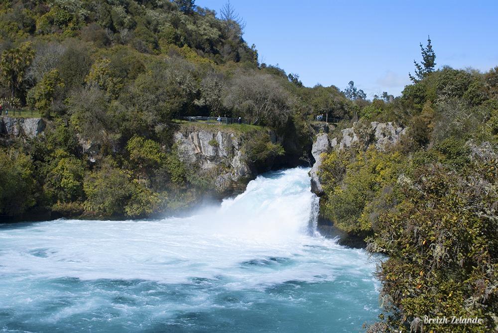 Les Huka Falls dans toute leur splendeur