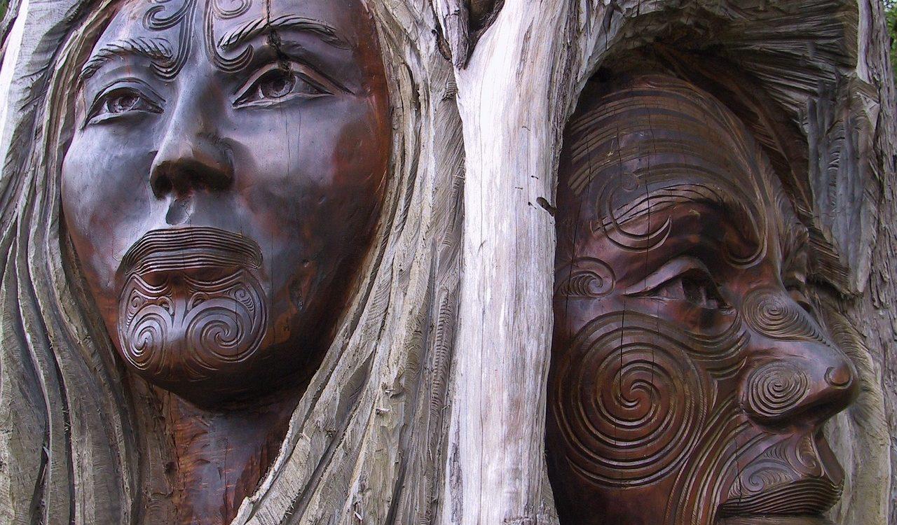 sculpture bois femme homme maori